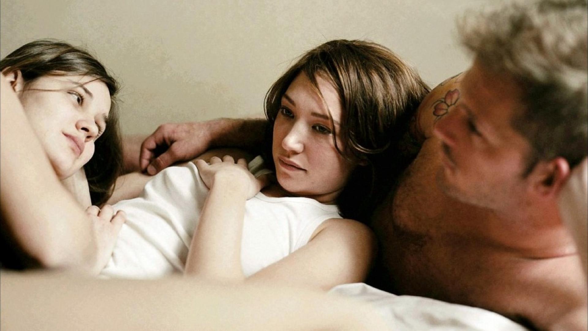 Секс в троём мужчина мужчина и женщина позы, Гид по сексу втроём: Как его организовать, чтобы всем 27 фотография