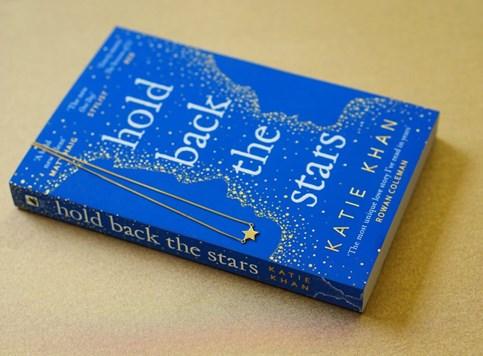 John Boyega i Letitia Wright u SF romansi