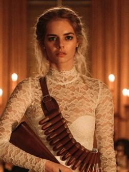 Samara Weaving kao Bonaparte