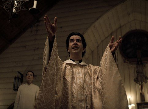Midnight Mass - Koliba, ogrnuta horror ruhom